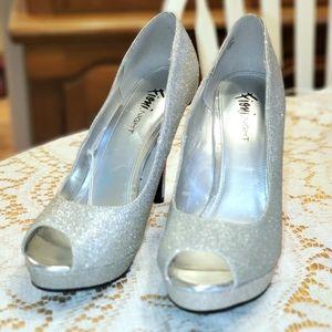 🔥2 for $15Fioni Silver Sparkle platform stilettos